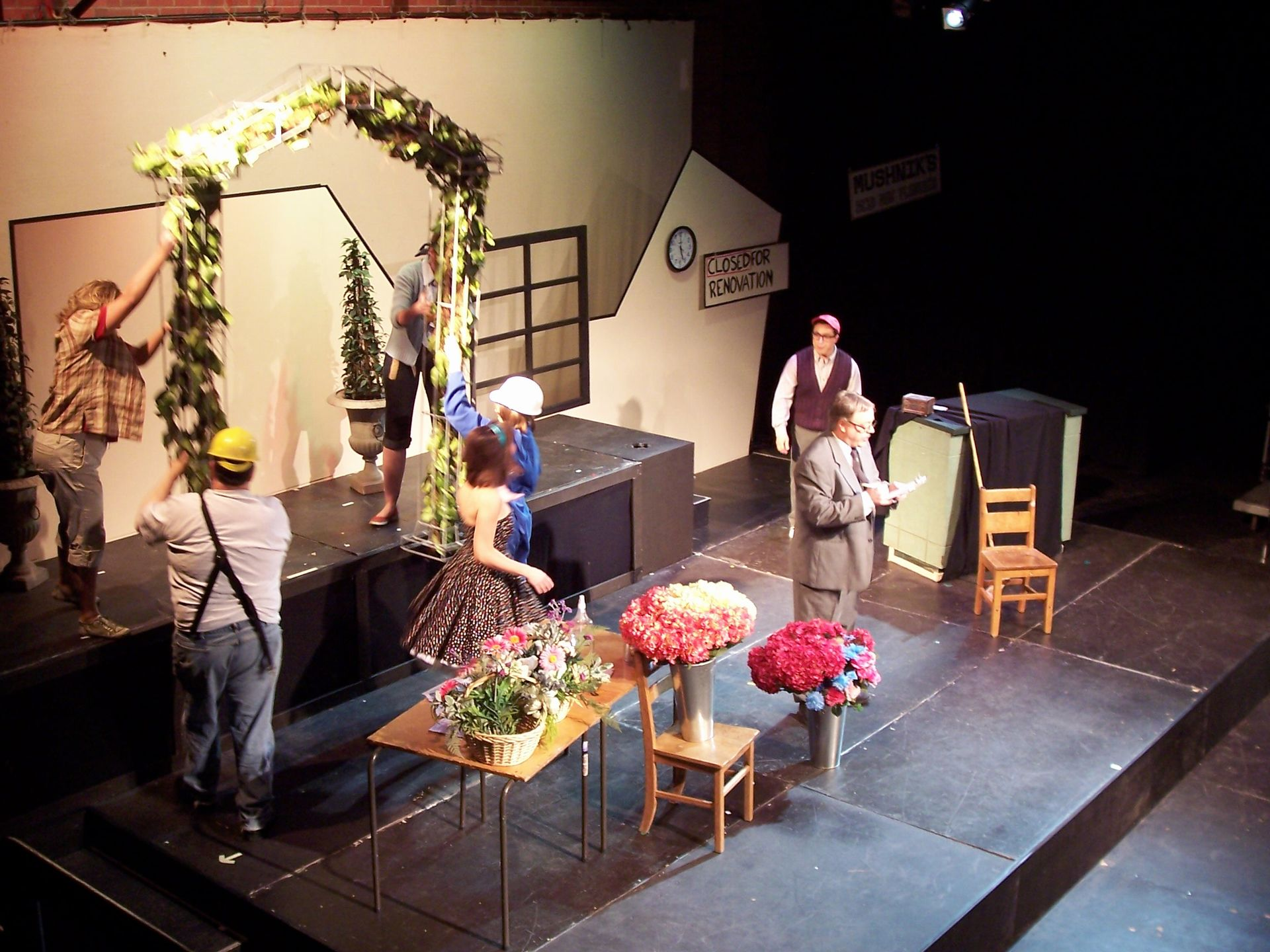 Heather Oystryk, Tim Elliott, Christine Horne, Carl Bishop and Levon Yon in Little Shop of Horrors