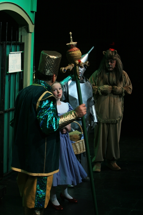 Natalie Mack, Mike Johnson and Carl Bishop in Wizard of Oz