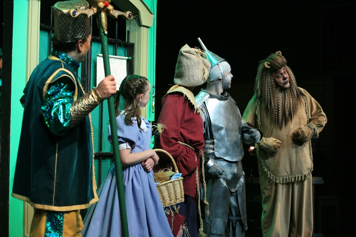 Gary Silberg, Natalie Mack, Heather Oystryk, Mike Johnson and Carl Bishop in Wizard of Oz