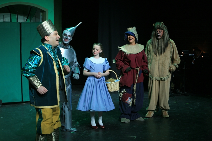 Gary Silberg, Mike Johnson, Natalie Mack, Heather Oystryk and Carl Bishop in Wizard of Oz