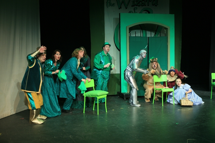 Gary Silberg, Veronica Mack, Heimen Van Essen, Cameron Gooderham, Mike Johnson, Carl Bishop, Heather Oystryk and Natalie Mack in Wizard of Oz
