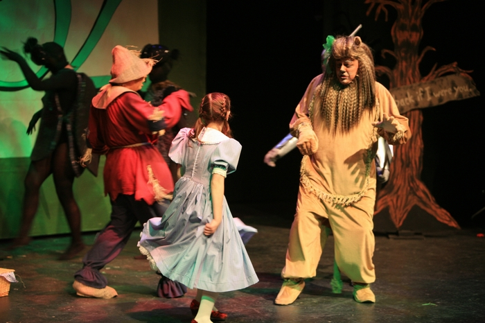 Heather Oystryk, Natalie Mack and Carl Bishop in Wizard of Oz