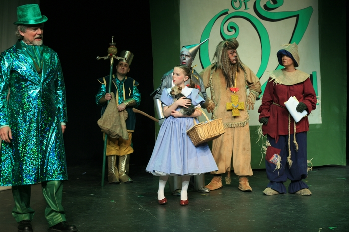 Andrew Smith, Gary Silberg, Natalie Mack, Sugar (Dog), Mike Johnson, Carl Bishop and Heather Oystryk in Wizard of Oz
