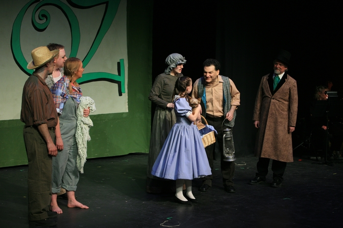 Mike Johnson, Carl Bishop, Heather Oystryk, Trisha Beeney, Natalie Mack, Sugar (Dog), Gary Silberg and Andrew Smith in Wizard of Oz