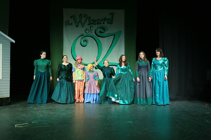 Cassie Doane, Tracy Smith, Kennedy Young, Emma Cole, Jeri Wallis, Hannah Duke, Alyssa Durnie and Veronica Mack in Wizard of Oz
